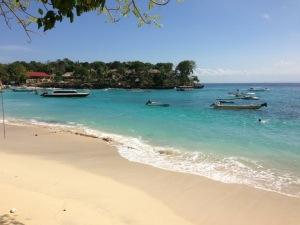 Một bãi biển trên đảo Lembongan, Bali